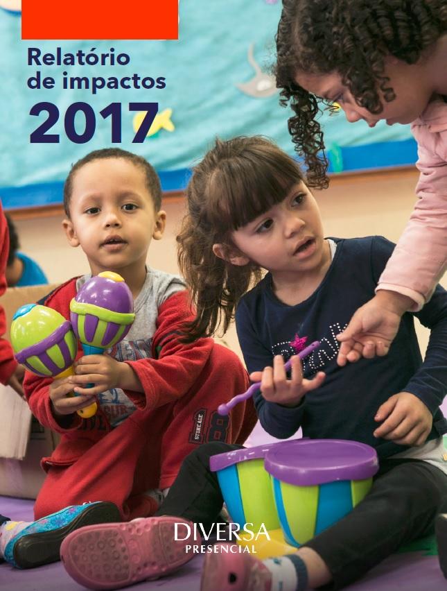 Capa da publicação. Há a imagem de três crianças brincando com instrumentos musicais coloridos de plástico. Acima, lê-se Relatório de impactos 2018. Abaixo, lê-se Diversa presencial.